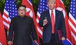 Donald Trump a Kim Čong-un se sešli v Singapuru na historickém summitu (12.6.2018)