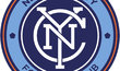 Logo klubu New York City FC. Kromě Manchesteru a New Yorku ovládá The City Football Group také další fotbalové kluby: australský Melbourne City, japonský Jokohama Marinos, Atletico Torque z Uruguaje nebo španělský klub Girona FC či čínský Sičuan Jiunju.