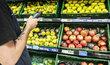Nakupování v supermarketu Tesco