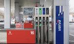 Cena nafty i benzinu za týden klesla, ale pouze mírně