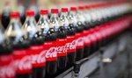 Coca-Cola vydělala skoro miliardu dolarů za kvartál, její akcie ale ztrácí nejvíce za 11 let