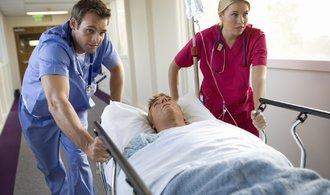 Péče v nemocnicích podražila. Kvůli platům
