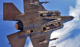 Výrobce stíhaček čekají zlaté časy, armádní stroje táhnou celý letecký trh
