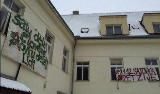 Skupina squatterů obsadila usedlost Šatovka v Šáreckém údolí