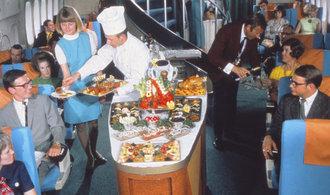Kulinářské orgie ve vzduchu. Podívejte se, co se dělo v letadlech před 50 lety