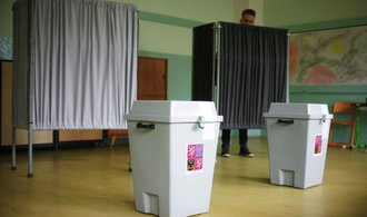 Komentář: Názorovou propast v předvolebním čase pomáháme kopat i my