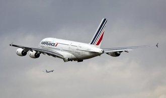 Čtvrtletní zisk výrobce letadel Airbus klesl téměř o čtvrtinu