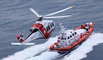 Ve Středomoří se potopila loď s běženci, pohřešuje se 400 lidí