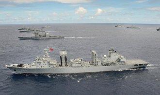 Čína uzavře část Jihočínského moře kvůli manévrům, soudu navzdory
