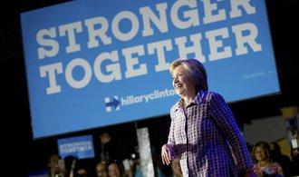 Obamová i Sanders podpořili Clintonovou, kritizovali Trumpa
