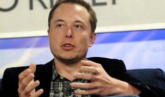 Tesla Motors opustí dva šéfové výroby a Elon Musk má vtovárně vlastní spacák