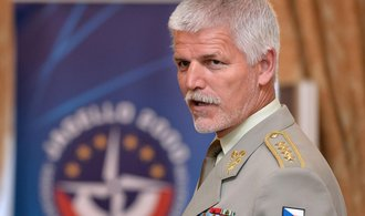 Trump svým postojem k NATO dělá Putinovi radost, míní Pavel
