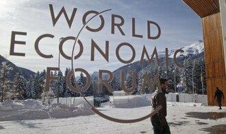 Bankéři v Davosu: Výkyvy na trzích posiluje agresivní měnová politika