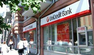 UniCredit Bank ztrojnásobila zisk. Letos už neodepisovala řecké dluhopisy