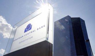 Hlavní ekonom ECB: V případě nouze můžeme lidem rozdávat peníze