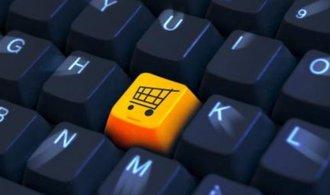 Češi v e-shopech za rok utratí průměrně 9 tisíc korun