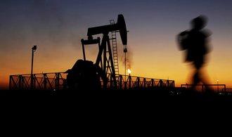 Kartel OPEC dál zvyšuje těžbu. Ropy je přebytek
