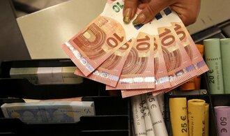 Eurozóna spadla po pěti letech do deflace