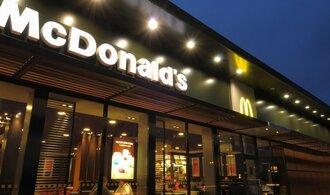 McDonald's ustoupil zaměstnancům, už nebude platit jen minimální mzdu
