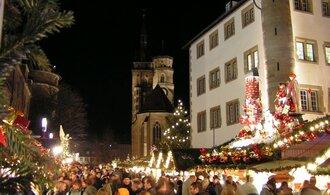 Němci letos utratí méně za dárky, více dají na charitu