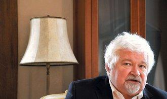 Pithart: Dělit voliče na pražskou kavárnu a venkovskou hospodu je nebezpečné