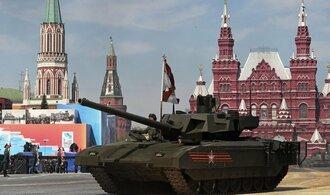 Závody ve zbrojení? Jen doháníme staré resty, hájí Putin armádní nákupy