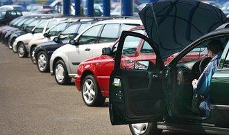Do Česka se valí stále více ojetin, vozový park navíc výrazně stárne