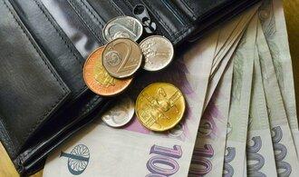 Průměrná mzda loni vzrostla jen o 522 korun