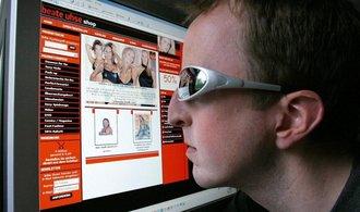 Porno na internetu vítězí. Erotické televizní stanice přesto dál rostou