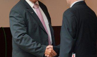 ONLINE: Sněmovna se rozpustila, Česko míří k předčasným volbám