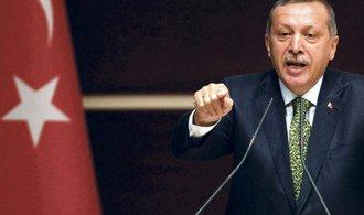 Turecko hrozí zrušením dohody o migraci, přestalo přijímat uprchlíky z Řecka