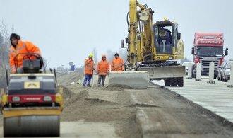 Sobotka: Zpoždění ve výstavbě silnice R35 brzdí i rozvoj Iveca