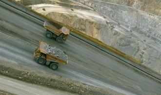 Těžební obr BHP Billiton vykázal první pololetní ztrátu za 16 let