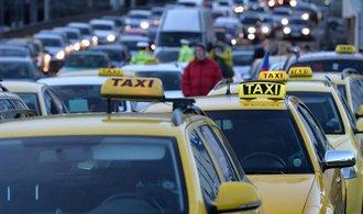 Pražští taxikáři uvolnili magistrálu, blokovali ji téměř osm hodin