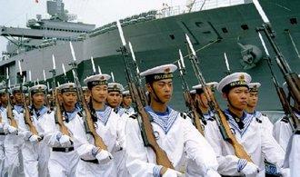 Čína zesílí obranu sporných ostrovů, hrozí i jadernými zbraněmi