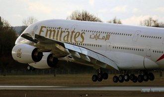 Zisk Emirates loni stoupl na 30 miliard, pomohlo zlevnění paliv