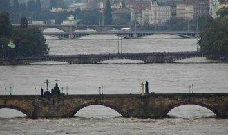 Před devíti lety se Českem prohnaly ničivé povodně