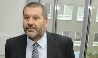 Exsenátora Nováka zatkla policie. Dle soudu není tak nemocný, aby nemohl do vězení