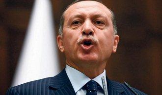 Korupční skandál srazil tureckou měnu na rekordní minimum