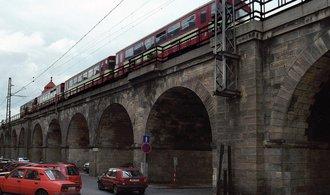 Negrelliho viadukt mají oživit obchody a kavárny. SŽDC počká na projekt