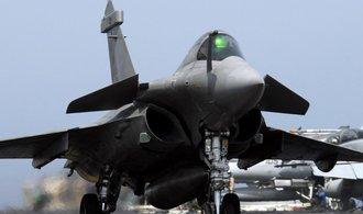 Francie vyšle proti islamistům další letadla a válečnou loď