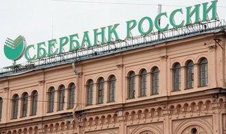 Ruská Sberbank se zbaví ukrajinské divize. Na pobočky útočili vandalové