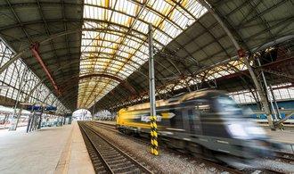 Vlaky vozí doPrahy stále více lidí, v loňském roce překonaly hranici 20 milionů cestujících