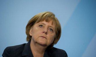 Merkelová se chystá do Atén, uvítají ji demonstrace