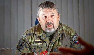 Do křesla šéfa armády se tlačí několik generálů
