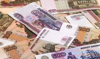 Ruský rubl schytal úder. Sráží ho sankce i dění v Sýrii