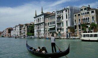 Squatteři v Benátkách obsazují prázdné budovy. Vadí jim vysoké nájmy