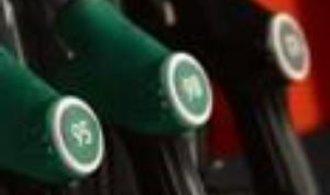 Pohonné hmoty v Česku nadále zlevňují, benzin už je na květnové ceně