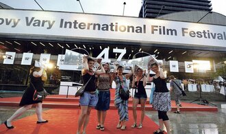 Festivalu se nedaří bojovat s odlivem diváků, ale přibývá filmových tvůrců