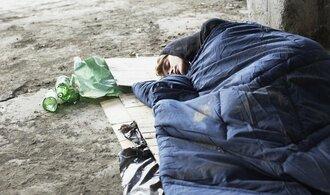 Chudoba loni hrozila každému desátému obyvateli Česka